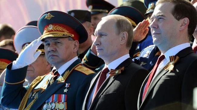 Putin'den Rus silah sanayiine övgü