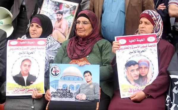 Filistinli esirlerden açlık grevi sinyali