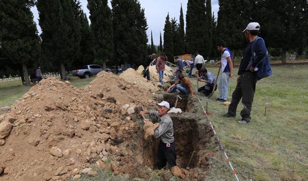 Soma'da 'madenci şehitliği' için mezar kazılıyor! / FOTO