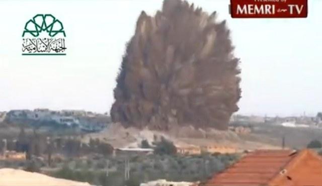 Muhalifler rejim karargahını yer altından patlattı/ VİDEO