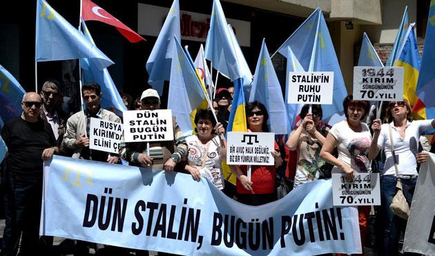 Kırım Tatarları'ndan Rus Konsolosluğu'na siyah çelenk