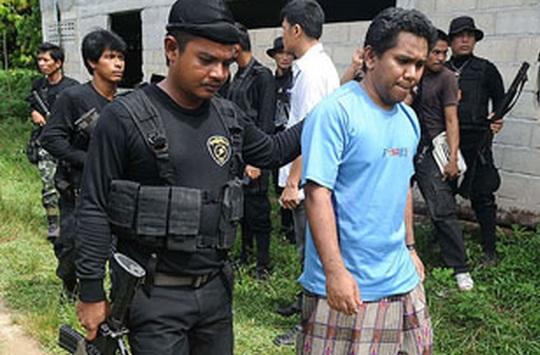 Malezya-Tayland sınırına çit çekiliyor