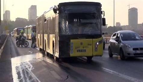 İki metrobüs köprüde çarpıştı