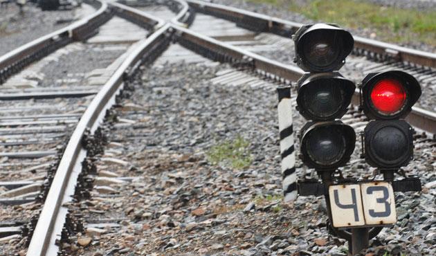 Karabük'te yük treni devrildi