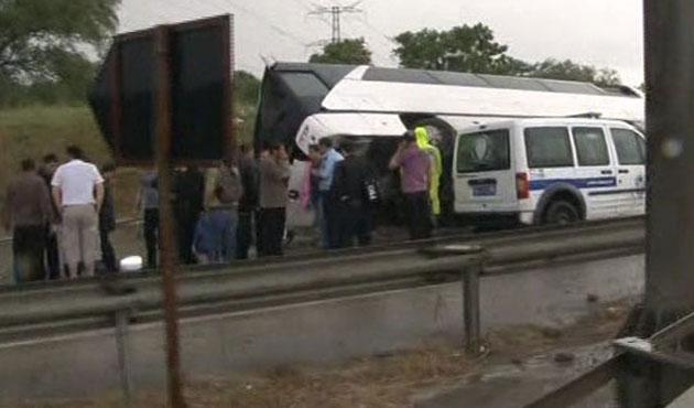 Eyüp'te otobüs devrildi: 22 yaralı
