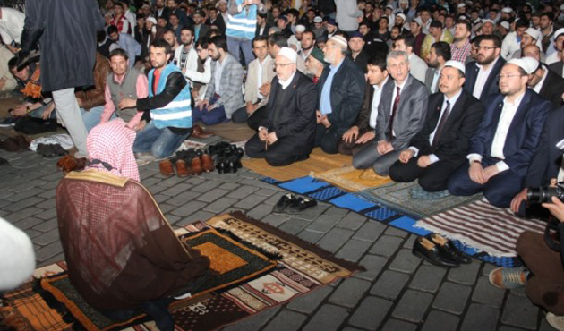 Kâbe imamı Ayasofya'da hem ağladı hem ağlattı-VİDEO