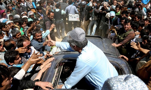 Afganistan'da cumhurbaşkanı adayına suikast girişimi