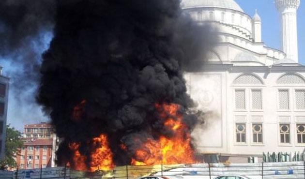 Esenyurt'ta camide yangın
