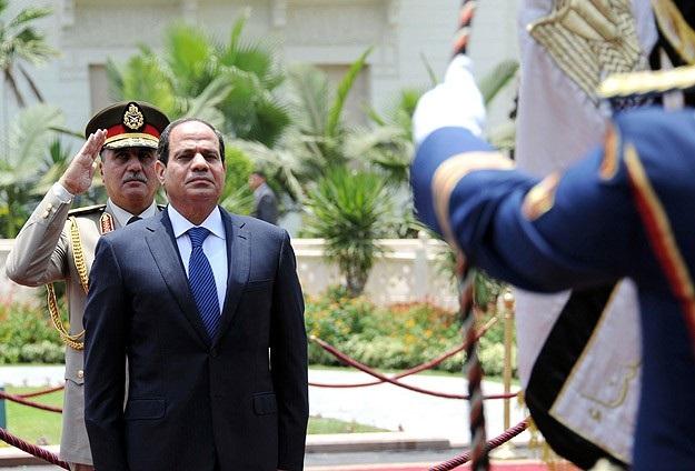 Sisi, hükümet kurma görevini mevcut başbakana verdi