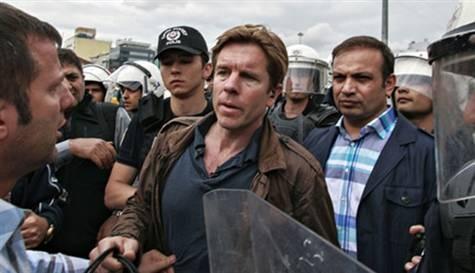 CNN muhabiri İstanbul'dan ayrılıyor