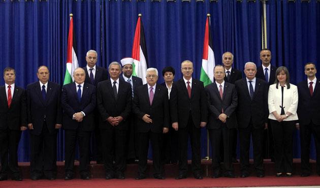 Abbas istedi, Filistin hükümeti istifa ediyor
