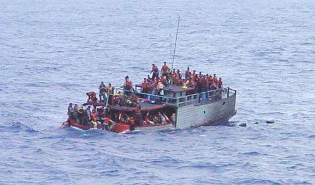 İngiltere açıklarında mülteci botu kurtarıldı