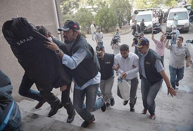Böcek operasyonunda gözaltına alınanlar serbest