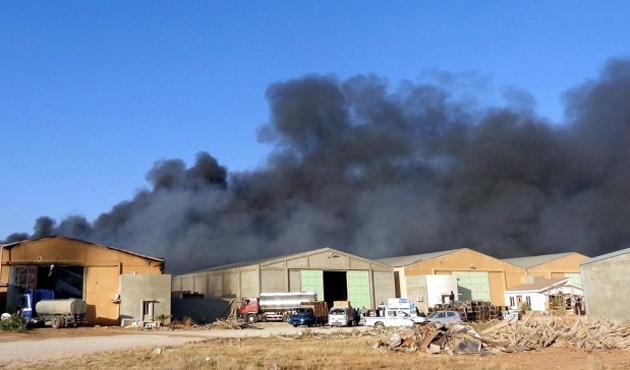 Libya'da isyancı uçakları isyancıları bombaladı