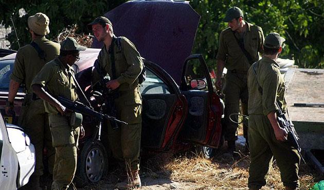 İsrail askerleri 21 Filistinliyi daha gözaltına aldı