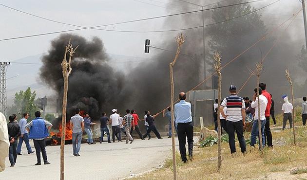 Başkale'deki eylemlerde polise ateş açıldı