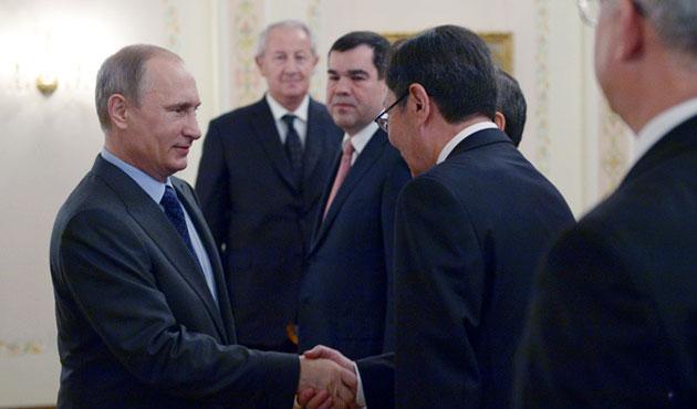 Putin, BDT istihbarat şefleri ile görüştü