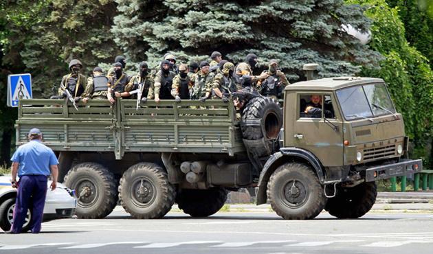Ukrayna'da mülteci konvoyuna saldırı: 15 ölü