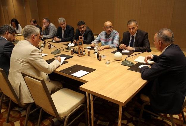 İhsanoğlu gazetelerin yayın yönetmenleriyle görüştü