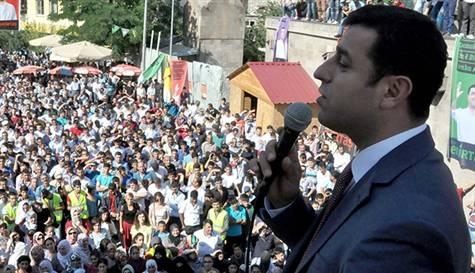 Demirtaş: Erdoğan'ı seven bana oy versin