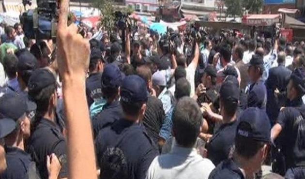 İhsanoğlu, Diyarbakır'da protesto edildi