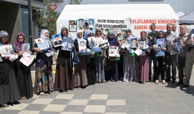 Çocuklarını PKK'dan isteyen ailelere iki katılım daha...