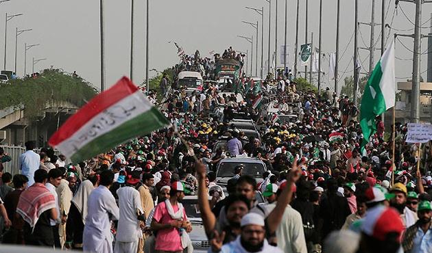Pakistan muhalefeti İslamabad'a dayandı