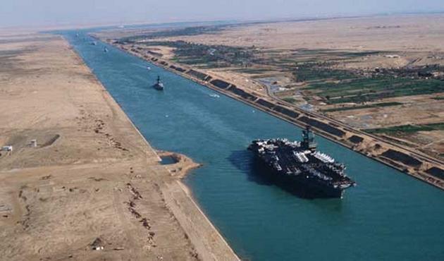 Mısır Süveyş Kanalı'na paralel kanal açıyor