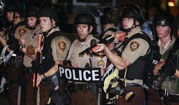 ABD 'polisin askerleşmesi'ni gözden geçiriyor