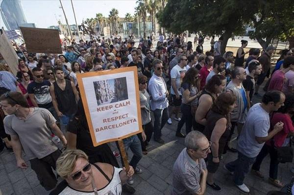 Barcelona'da 'edepsiz turist' isyanı