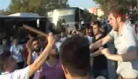 Kadıköy'de gerginlik: 3 yaralı