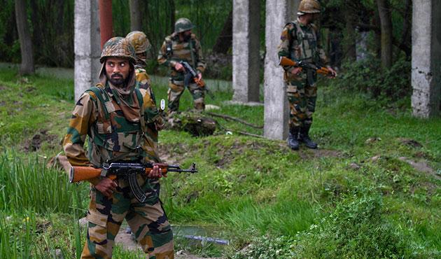 Pakistan ve Hindistan askerleri Keşmir'de çatıştı: Beş ölü
