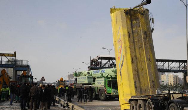 Ağır vasıtalar İstanbul trafiğinde tehlike saçıyor