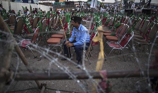 Pakistan'da gösteriler 600 milyon dolara mal oldu