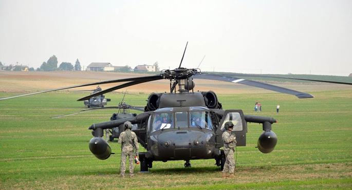 ABD'li pilotlar Polonya'da yolu şaşırdı, tarlaya indi!