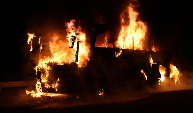 Bolu'da seyir halindeki otobüs yandı