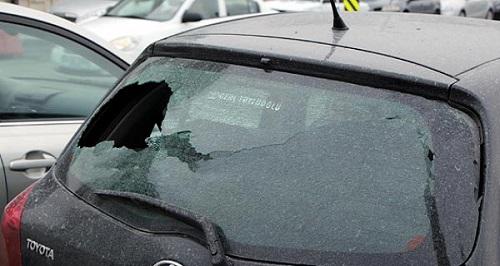Gökten taş yağdı: 40 araç hasar gördü