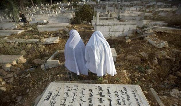 İsrail, Kudüs'teki Müslüman kabirlerini yıktı