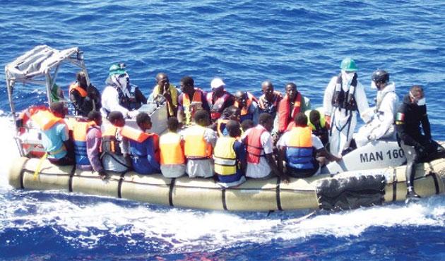Yunan güvenlikçiler mülteci botunu batırdı