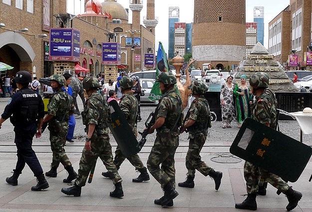 Çin Doğu Türkistan'daki 17 görevlisini cezalandırdı