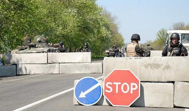 Ayrılıkçılar 12 Ukrayna askerini serbest bıraktı
