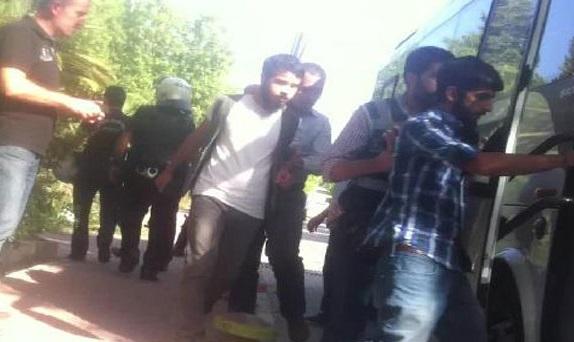 Ege Üniversitesi'nde 22 öğrenci gözaltında