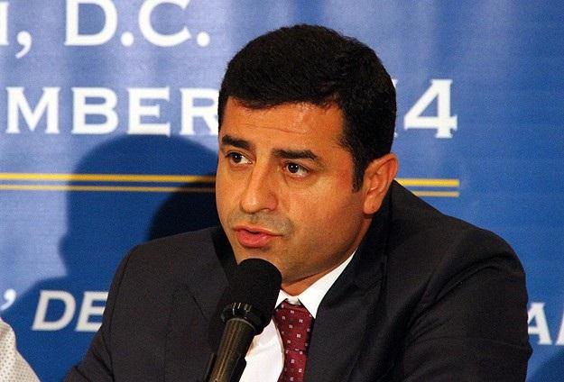 Demirtaş: Türkiye ağır silah koridoru açsın
