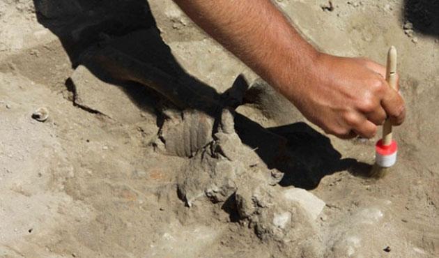 Konya'da tarihi kazının üstünü örttüler