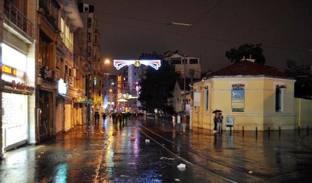 Sağanak yağış İstanbul'da gece de sürdü