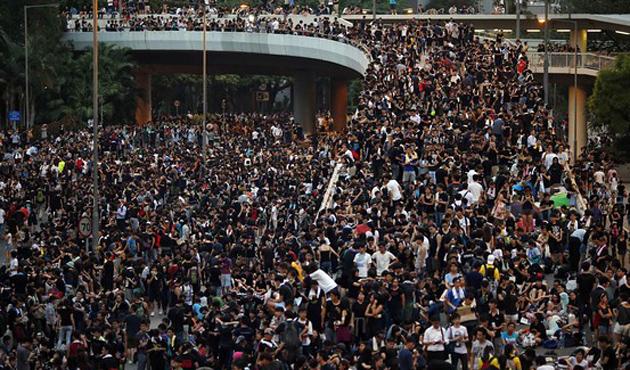 İngiltere'den Çin'e 'acil Hong Kong görüşme' talebi