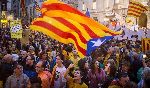 Katalanlar 'referandum' için pes etmeyecek