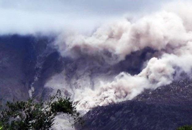 Endonezya'da yanardağ alarmı devam ediyor