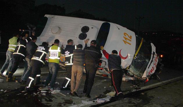 Giresun'da devrilen ambulanstaki iki kişi öldü