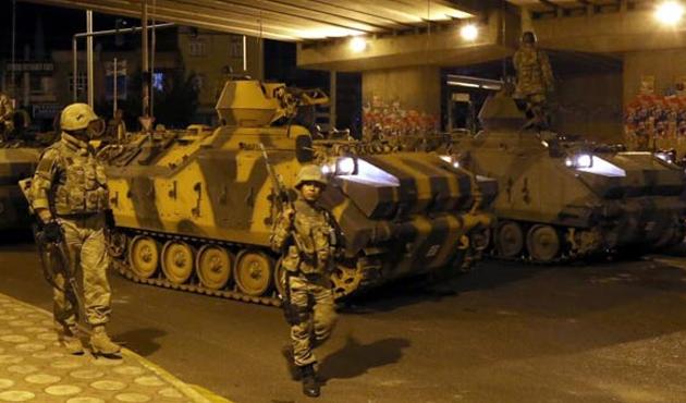 Diyarbakır ve Batman'da asker şehre indi